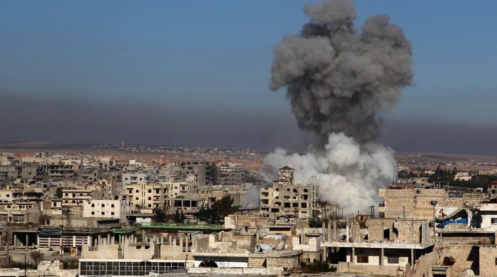 قصف مكثف في ريف إدلب تزامناً مع تحضيرات تركية للانسحاب