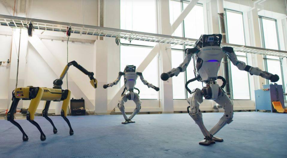 فيديو.. روبوتات ترقص باحترافية بمناسبة رأس السنة الجديدة