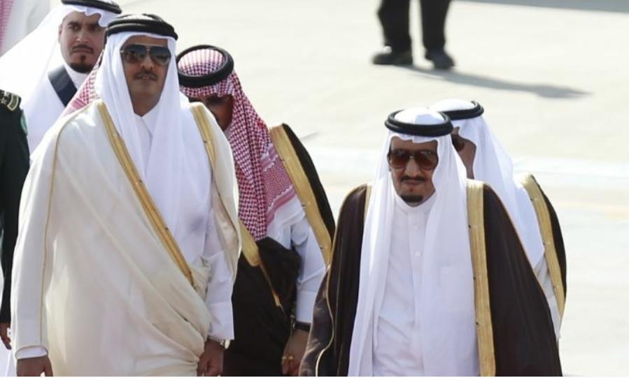 أمير قطر يتسلم رسالة من عاهل السعودية