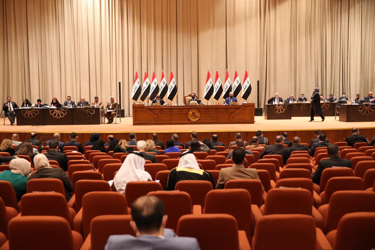 """""""المالية"""" تطرح ثلاثة حلول لتجنب إستقطاع رواتب الموظفين العراقيين"""
