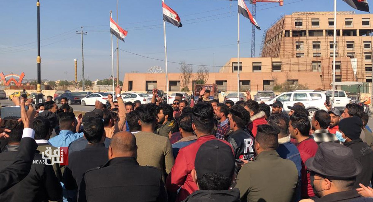 Iraqi security forces fire live rounds on demonstrators in Nasiriya