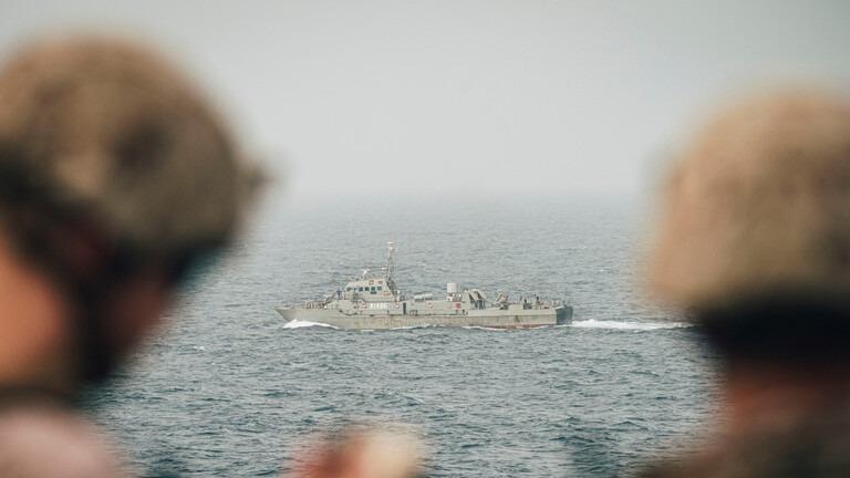 إيران تسير دوريات عسكرية في البحر الأحمر لحماية سفنها