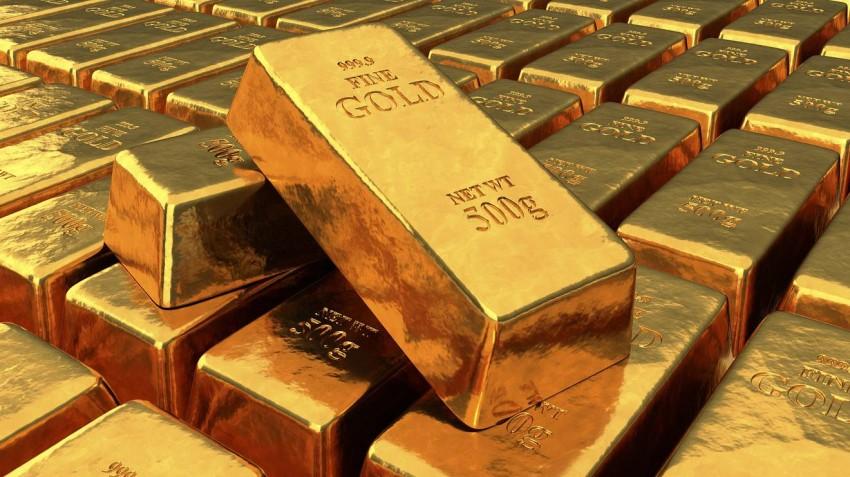 أسعار الذهب تصعد مع نزول الدولار