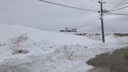 الثلوج تعمق معاناة النازحين الأيزيديين في جبل سنجار.. صور