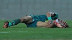 تعرض أحمد جلال لكسر في الساق أثناء مباراة الشرطة والقوة الجوية (فيديو)