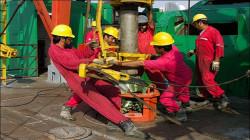 إيران تباشر بإنتاج النفط في حقل مشترك مع العراق بعوائد مالية تتخطى 15 مليار دولار