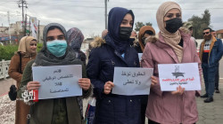 صور.. خريجو كلية يتظاهرون في محافظتين عراقيتين ويقطعون جسرا حيويا