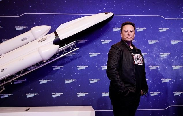أغنى رجل في العالم يكشف خطته لإرسال البشر للمريخ قبل ناسا