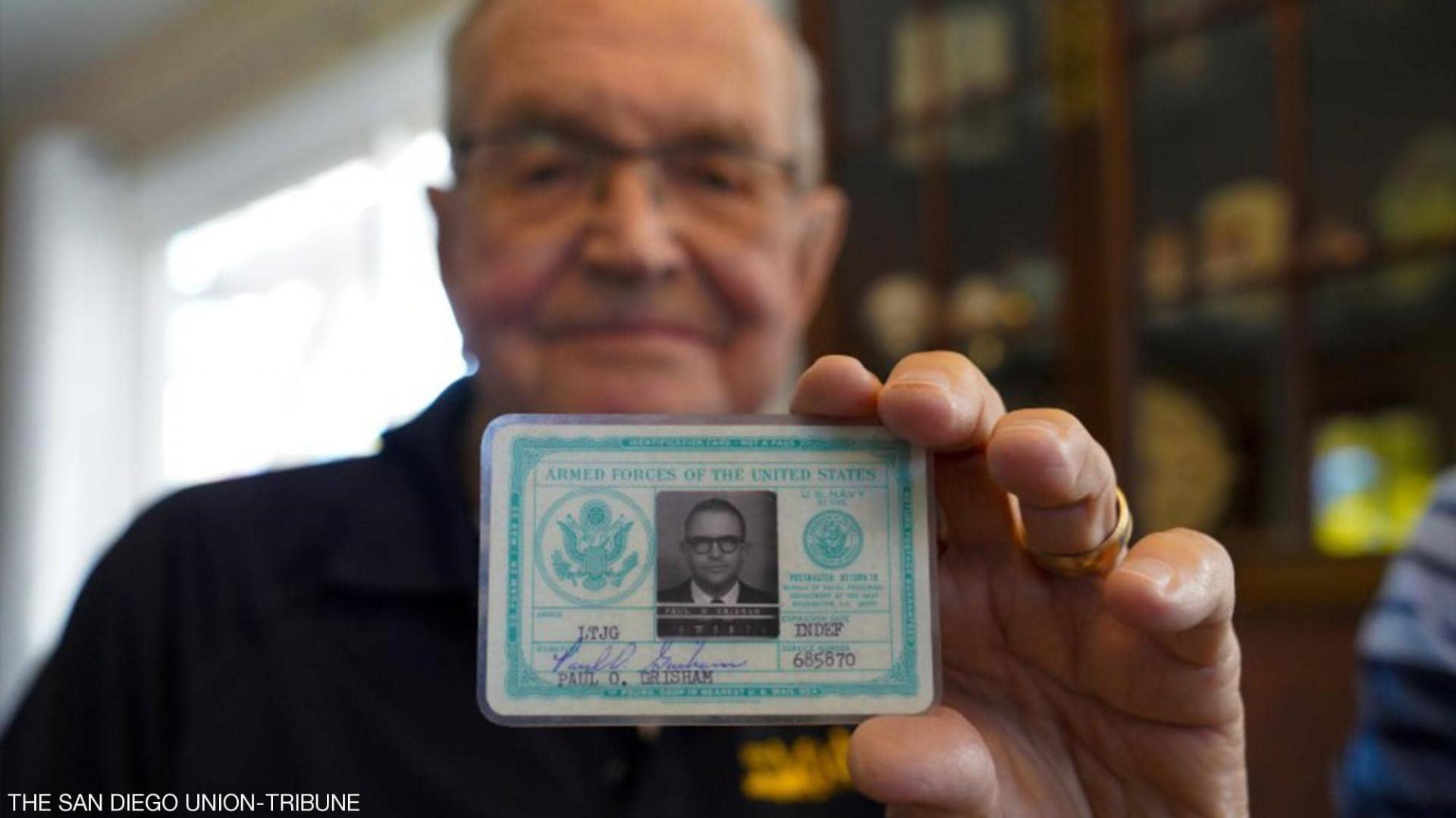 قصة لا تُصدق.. عادت إليه محفظته بعد 53 عاماً من فقدانها