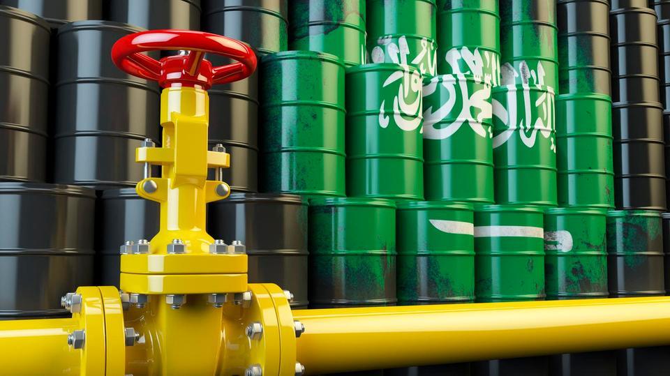 """السعوديون وروسيا يختلفون """"مرة أخرى"""" بشأن استراتيجية النفط قبل اجتماع أوبك +"""