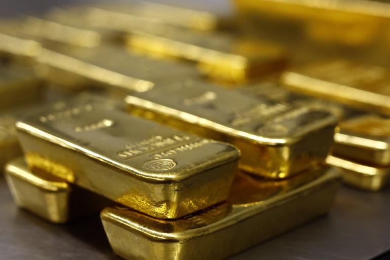 Gold jumps on inflation concerns, softer dollar