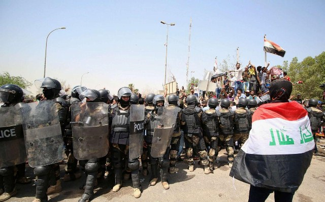 Demonstrators stabbed Police Officers in Dhi Qar, Source