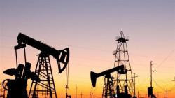 Oil slides on US stockpiles build