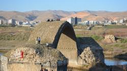 """صور.. الجسر الروماني """"لؤلؤة سوداء"""" أثرية في شمال وشرق سوريا"""