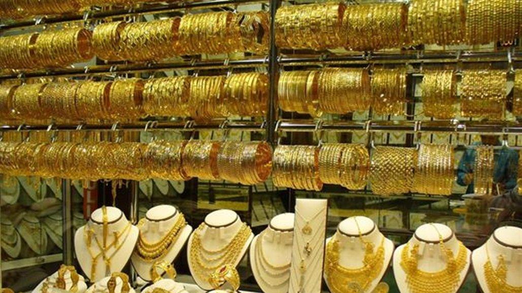 الذهب يتراجع مع صعود الدولار والعوائد الأميركية