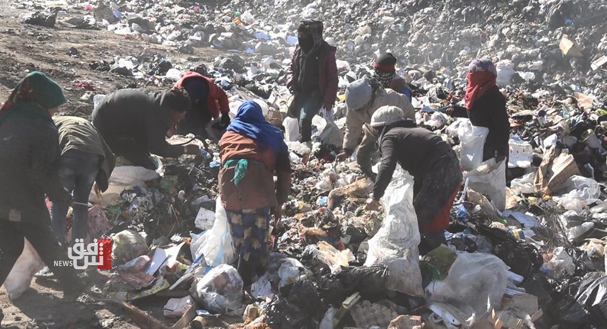 تحت ظلال آبار النفط.. سوريون يلجأون إلى القمامة