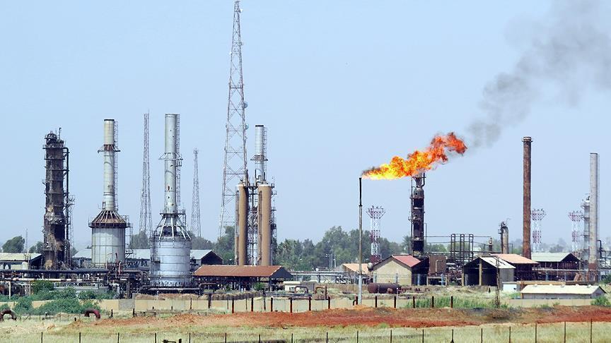 النفط يرتفع إلى أعلى مستوى في أربعة أسابيع