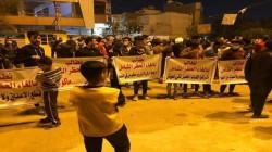 العشرات يتظاهرون ضد حظر التجوال في بغداد.. صور