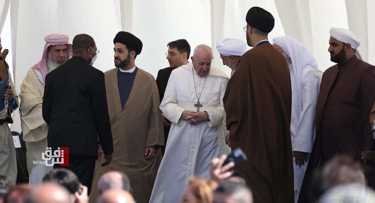 ماذا قدم ممثل الشيعة في مدينة أور التاريخية هدية للبابا فرنسيس؟