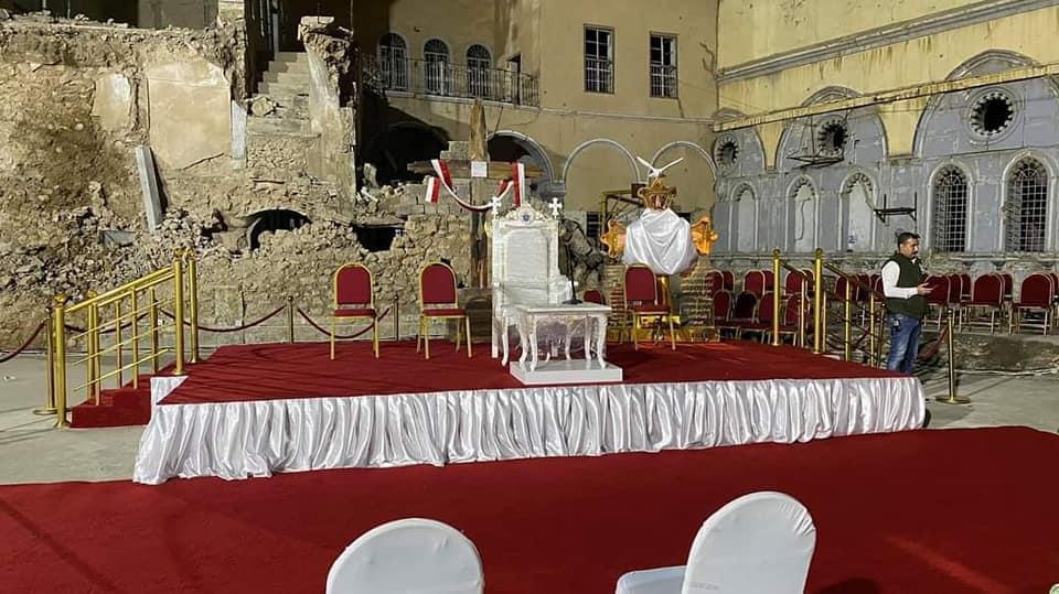 الموصل.. كرسي أبيض وسط خراب الحرب بانتظار البابا (صور)