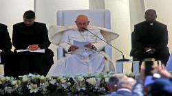 """يعرض العراق لخسارة ملايين الدولارات.. عاملة تسرق كرسي """"القداس"""" في الناصرية"""