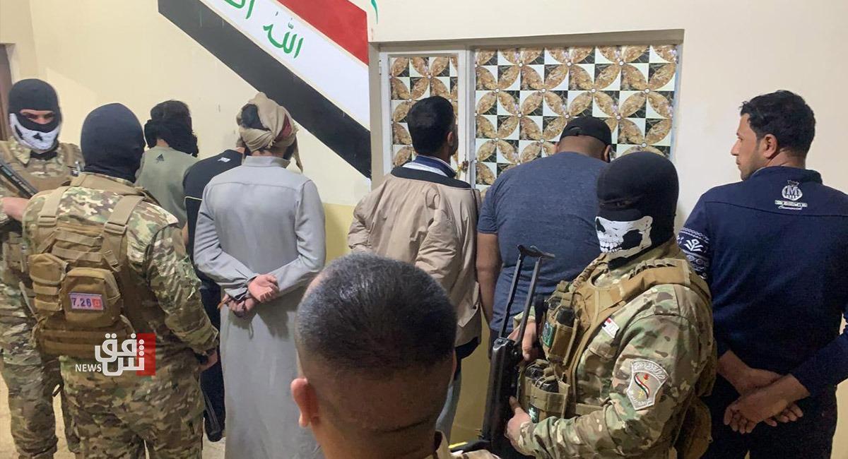في أيسر الموصل.. القبض على مطلوبين بقضايا سرقة وترويج العملة المزيفة