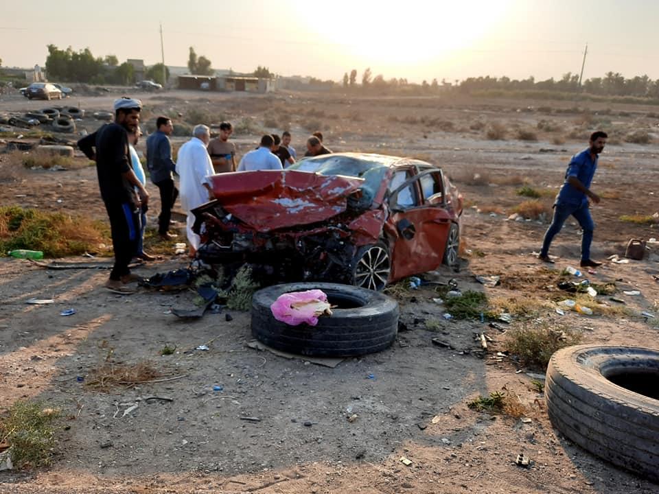 انقلاب سيارة يتسبب بوفاة امرأة وجرح أطفالها وزوجها