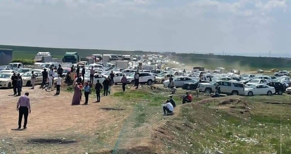 صورة.. المئات عالقون في سيطرة الاقامة على طريق موصل-  أربيل