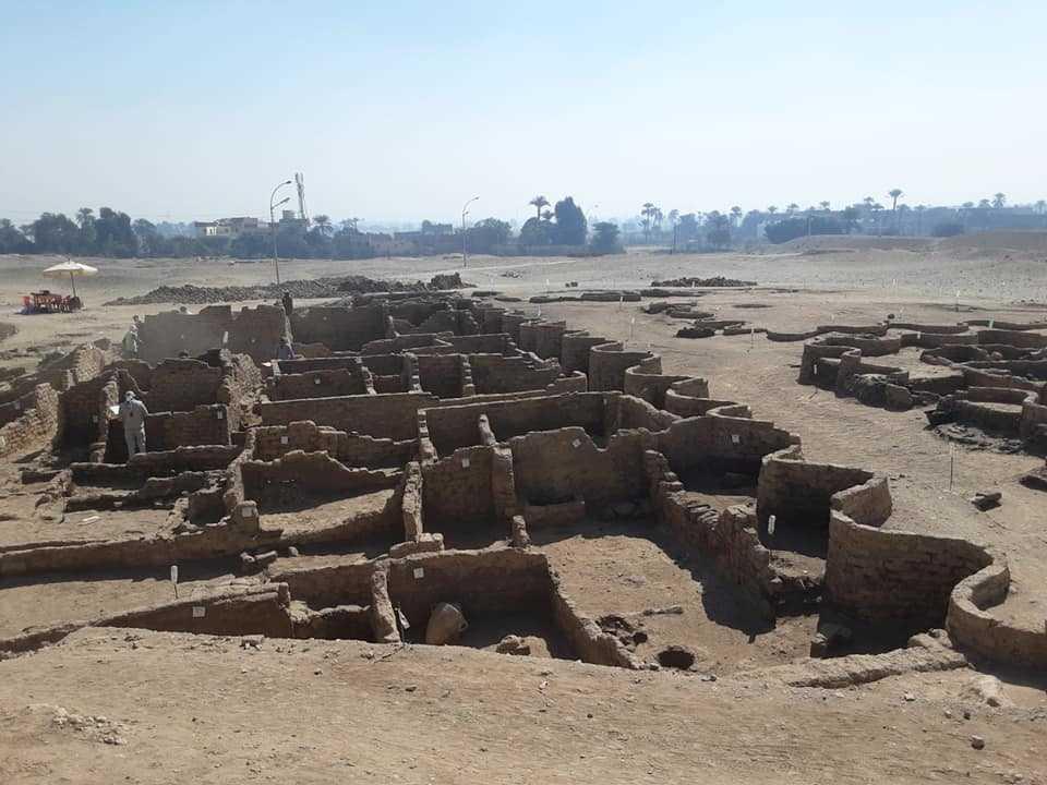 """الأكبر على الإطلاق.. مصر تعثر على """"المدينة الذهبية المفقودة"""""""