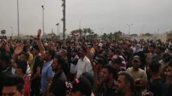 انطلاق تظاهرات حاشدة وقطع طريق يربط ببغداد ووقوع انفجار جنوبي العراق