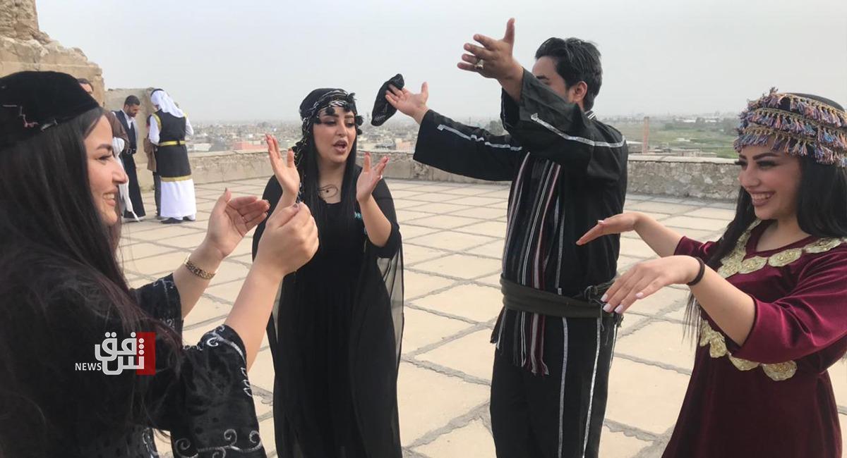 نصفها نساء.. فرقة شعبية تضم عراقا مصغراً وبأنواع الدبكات