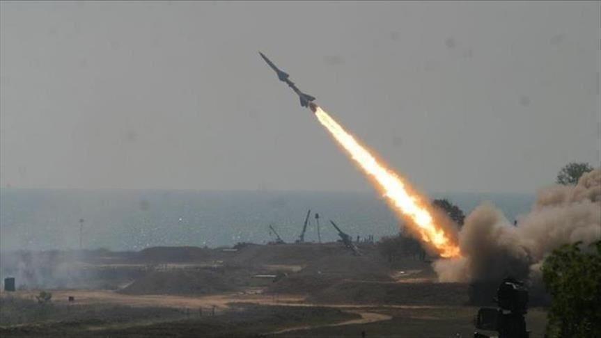 الحوثيون يعلنون استهداف السعودية بأكثر من 10 صواريخ بالستية