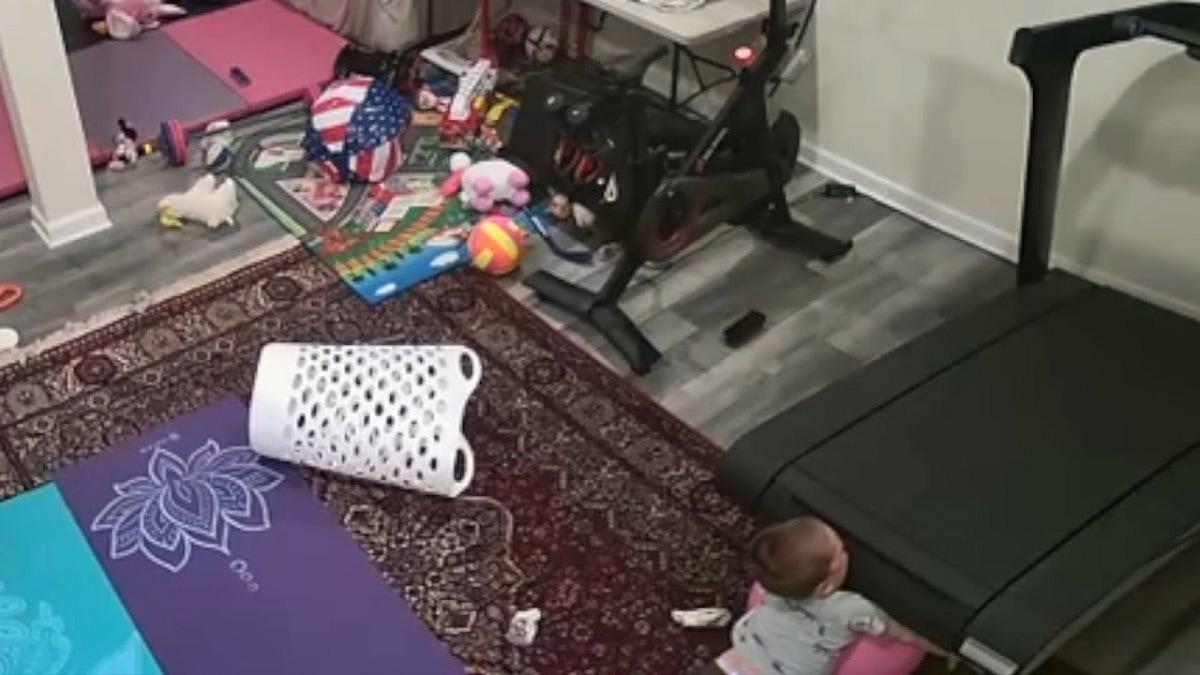 فيديو مروّع لطفل كاد أن يبتلعه جهاز رياضة