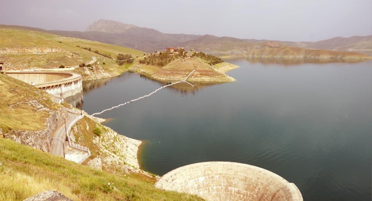 بسبب قلة الأمطار والسدود الإيرانية.. انخفاض مياه سد دوكان للنصف