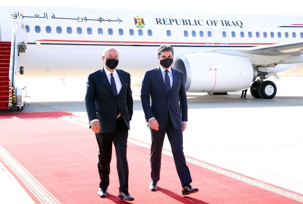 برهم صالح يصل أربيل ويستقبله رئيس إقليم كوردستان