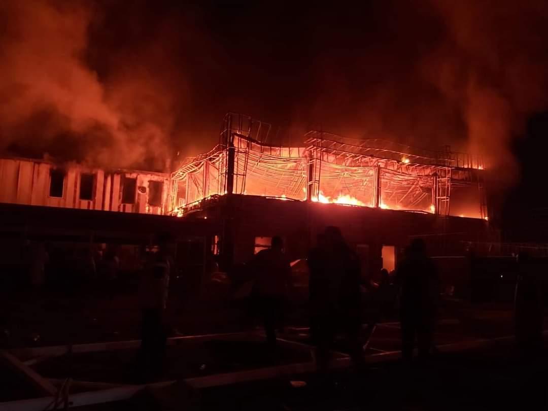 Civil Defense teams extinguish a fire in Diyala
