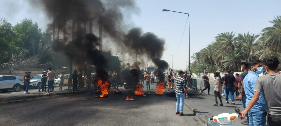 Demonstrators storm the streets in Dhi Qar