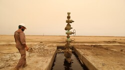 الحكومة العراقية تلوح بالاستدانة بحال تعطل قطاع النفط