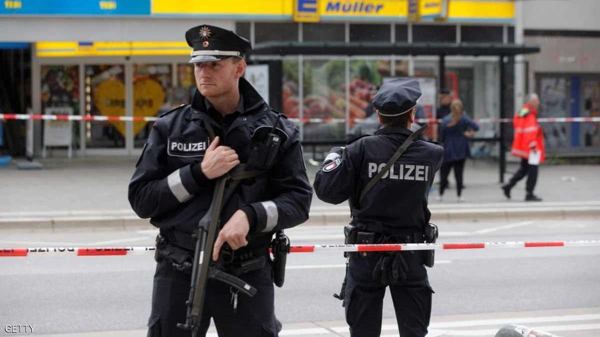 8 people killed in an armed attack on two cafes in Germany