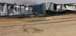 """مطالبة بفتح تحقيق بشأن حريق تسبب بـ""""ضربة"""" للمنتج الوطني"""
