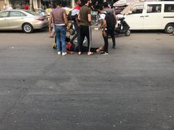 اصابات في صفوف المتظاهرين العراقيين بسبب خراطيم المياه والغاز المسيل للدموع