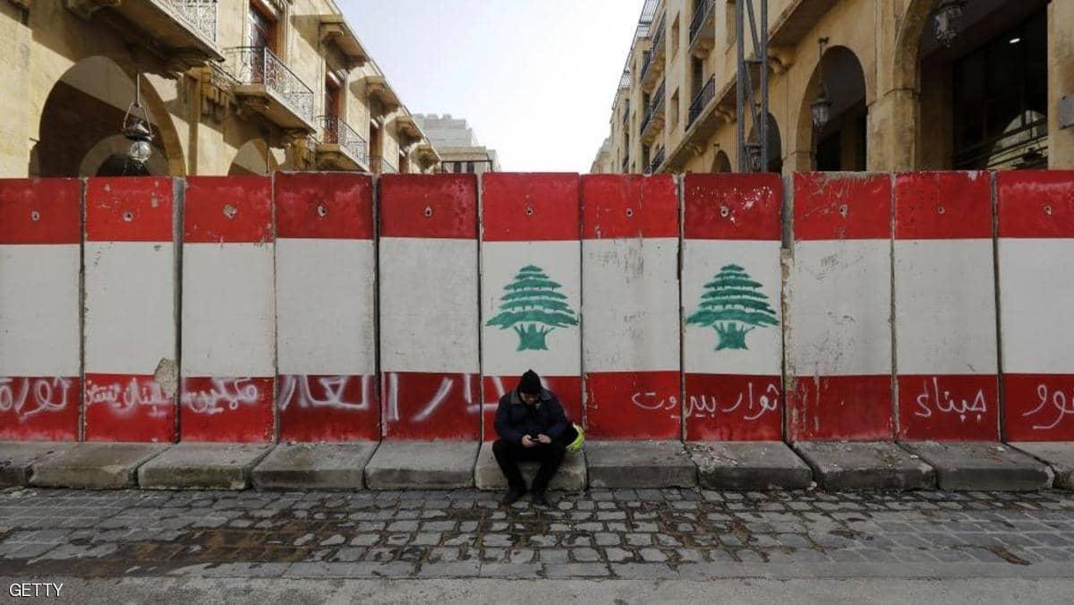 الأزمة الإقتصادية في لبنان.. عائلات تعرض ملابسها للبيع