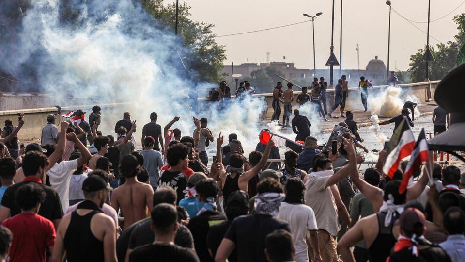 محتجون يقتحمون مبنى محافظة النجف