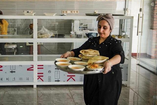 صور.. خمس خريجات يفتتحن مطعماً واستراحة للسياح قرب السليمانية