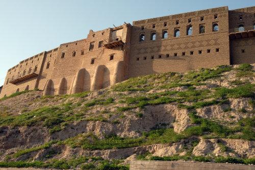 شبان يحبطون محاولة انتحار لفتاة حاولت القاء نفسها من على قلعة اربيل