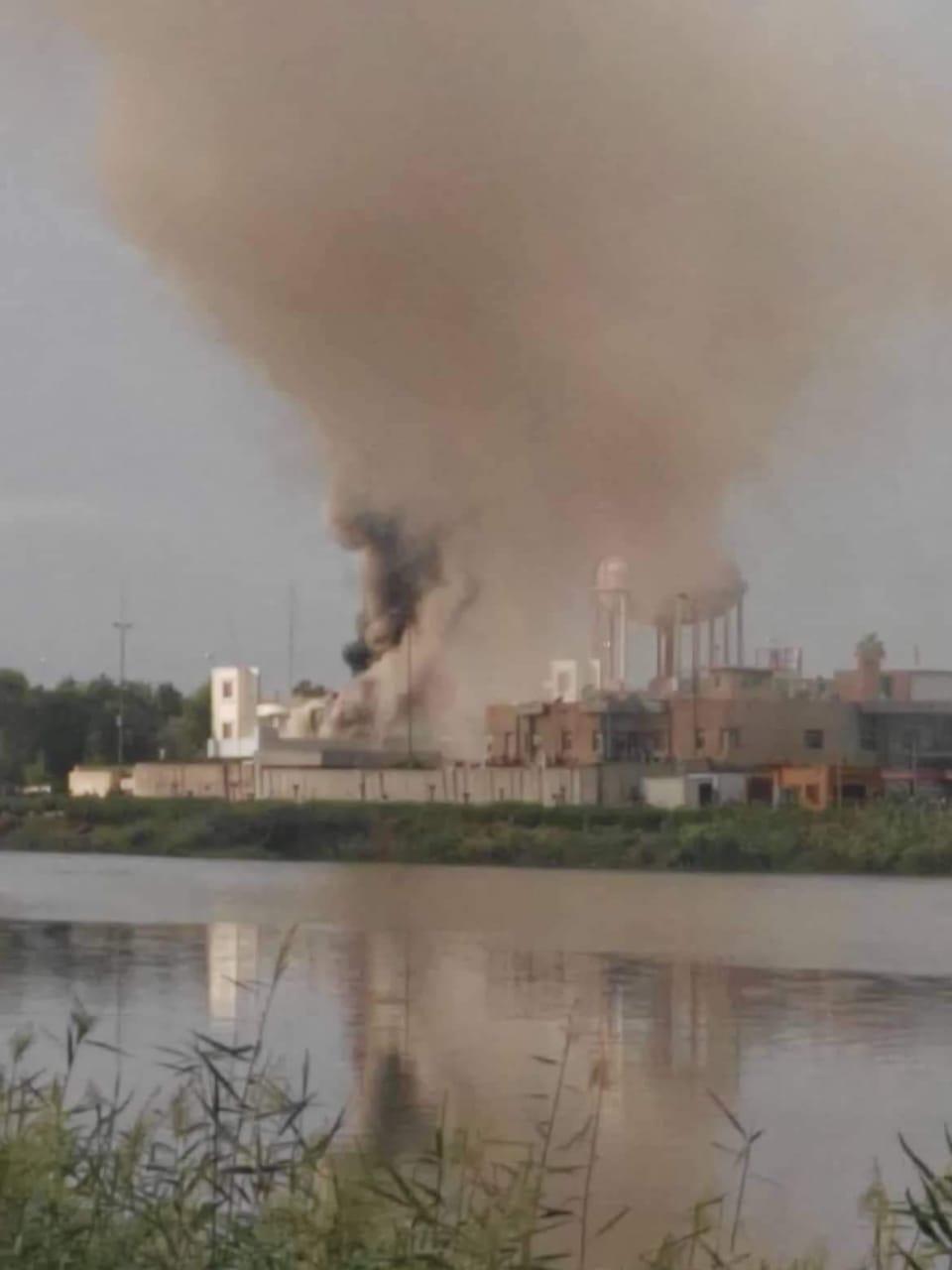 """حرق مبنى الحكومة المحلية بذي قار والهجوم على مقر لجماعة """"العصائب"""" بميسان"""