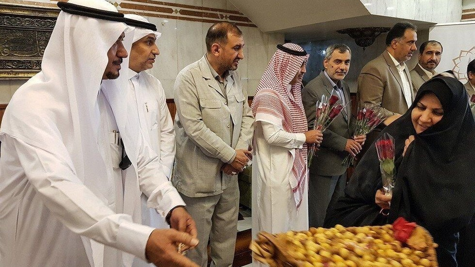 وكالة الانباء الايرانية: السعودية تستقبل حجيجنا بالورود والحلويات