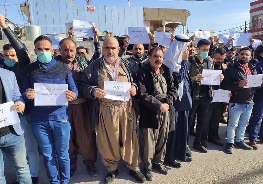 العشرات يتظاهرون أمام تربية كركوك لمنع إلغاء التعيينات