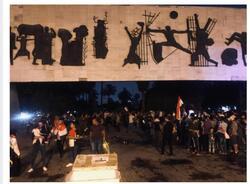 صور.. العشرات يبدأون بالتوافد على ساحة التحرير
