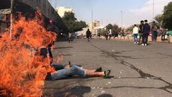 صور.. المتظاهرون يستعيدون السيطرة على ساحتين ببغداد